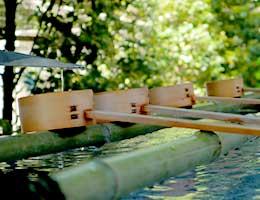 参拝前に必ず抑えたい!手水舎の作法と豆知識|神社・お寺